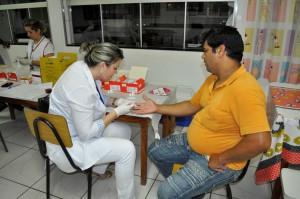 Servidoras realizam exames preventivos contra HIV-sífilis e hepatites B e C.