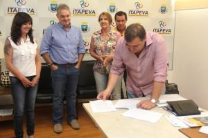 Termo de cooperação irá beneficiar associações de moradores do Jaó e Bairro do Avencal