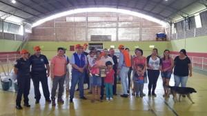 Entrega dos 38 kits humanitários contou com presença de moradores-e-autoridades  deItapeva