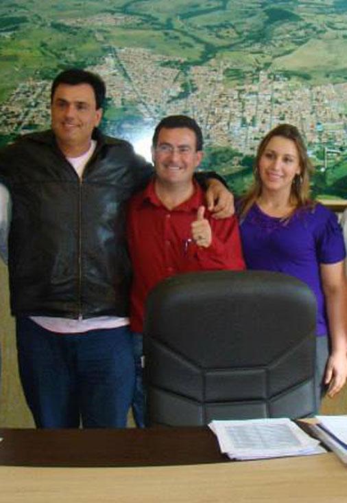 João Luiz entre Calá e sua esposa a presidente da Câmara Vanuza.