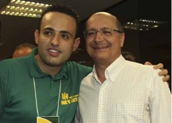 Alckimin com candidato a deputado estadual, Ney Santos, que era ligado ao PCC. Ano 2010.