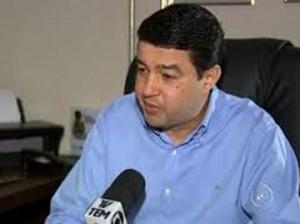Deputado Carlos Cesar em entrevista a televisão.