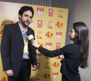 Aislan Menke concedendo entrevista.