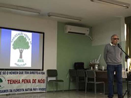 Professor César, fundados da AVA (Associação Verde de Angatuba), em 2016, palestrando em fórum ambiental na escola Ivens Vieira.