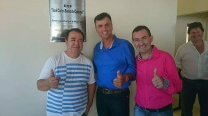 Renato Gomes (a esquerda), co prefeito Carlos Calá Turelli e pré-candidato a prefeito João Luiz Meira, em foto usada na informação no Facebook