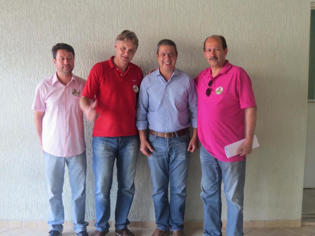 Da esquerda para a direita , o presidente do PMDB local Júnior Palmeirense, Márcio Abdelnur, Ricardo Izar e Dr. Luiz.