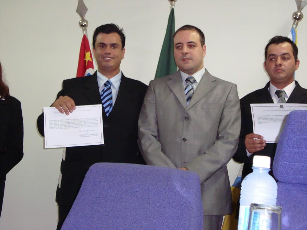 Calá, à equerda com o juiz Perrucci e o vereador eleito Gustavo Turelli.