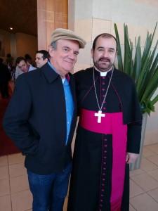 Dom Arnaldo ao lado do vice-prefeito de Itapeva, Geraldo Almeida, em julho.