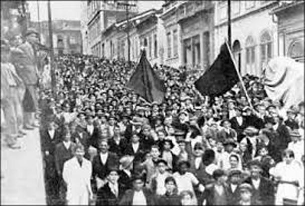 Manifestação , com greve, em 1917