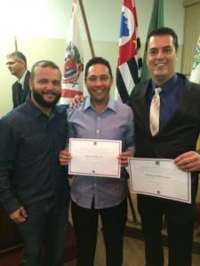 Prefeito Gil, de Campina do Monte Alegre, à direita e vereador eleito Reginaldo Lopes, ao centro.