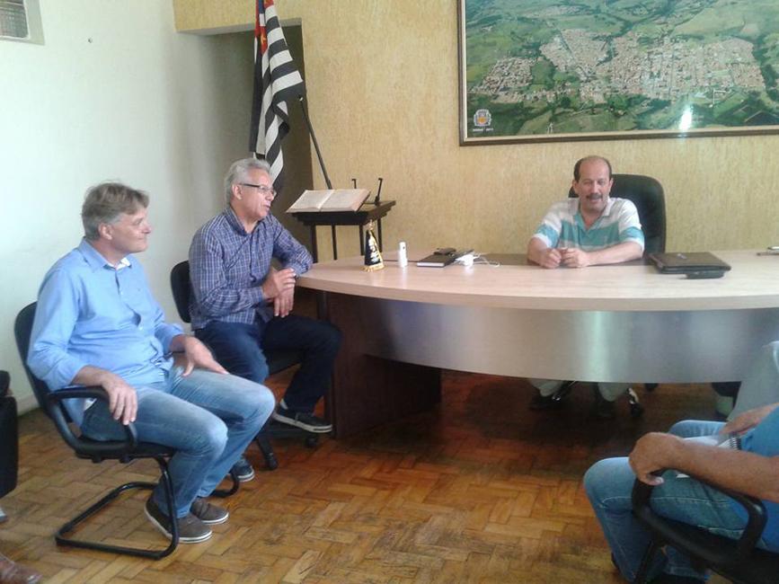O prefeito Luiz Machado e o vice-prefeito Márcio Abdelnur, ao cento Giriboni