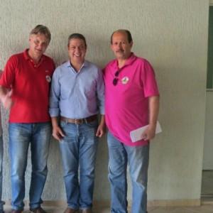 Izar, ao centro, com o vice-prefeito Márcio Abdelnur e o prefeito Luiz Antônio Machado