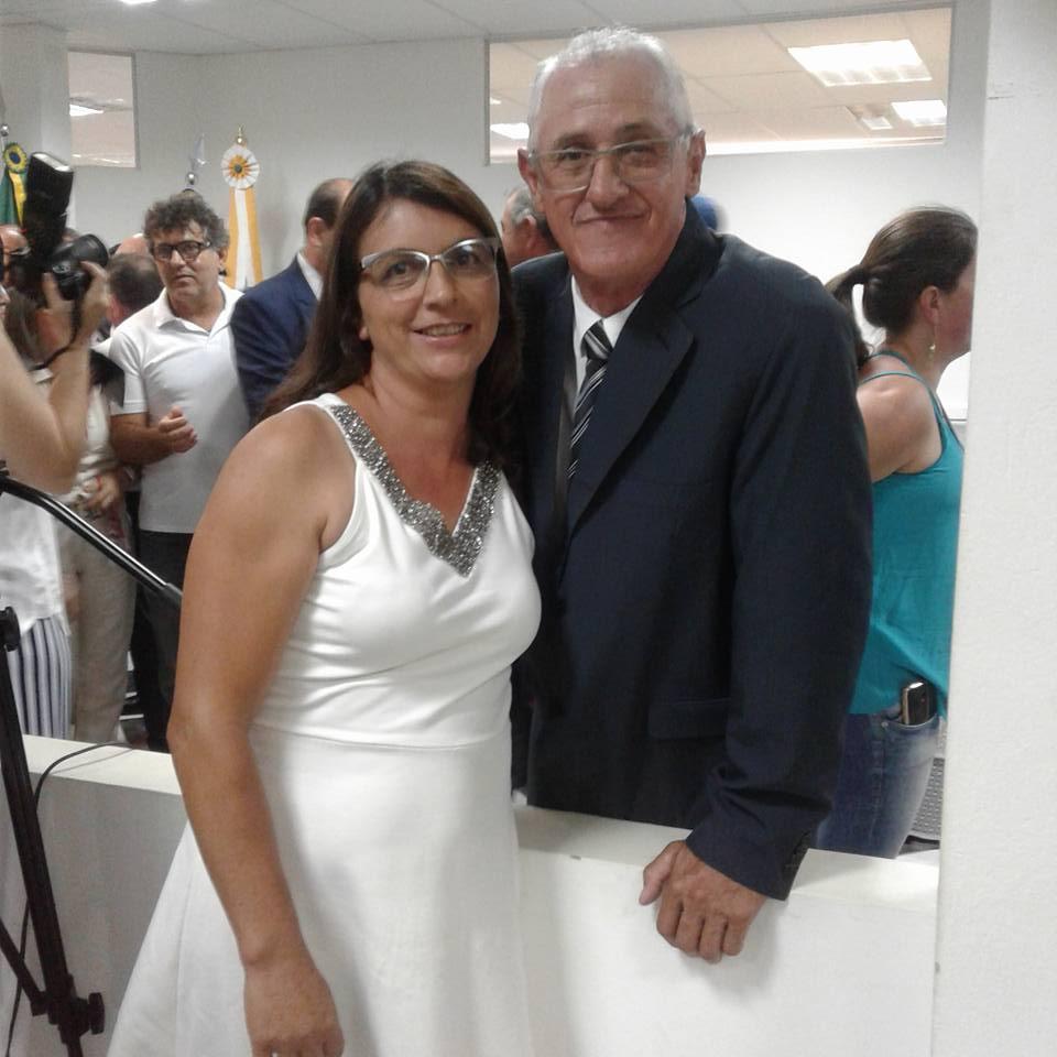 Maceninho e a esposa Nilda, durante a posse na câmara.