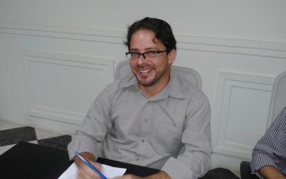 Vereador Carlinhos Matias solicita providências em relação a acesso de moradores próximo ao Posto de Saúde central