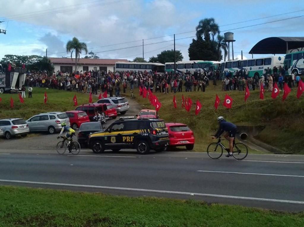 Apoiadores de Lula chegando a Curitiba. Foto: Portal Ta Na Cidade
