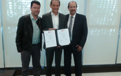 Prefeito Luiz Antônio Machado e presidente da Fiesp Paulo Skaf assinam convênio Programa Sesi- Atleta do Futuro para Angatuba