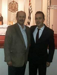 Jorge Paulo, à direita, com o prefeito Luiz Antônio Machado em evento da Educação em São Paulo no último mês de maio.