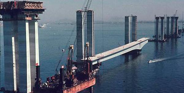 Ponte Rio-Niterói: uma das obras faraônicas da ditadura militar com obras superfaturadas.
