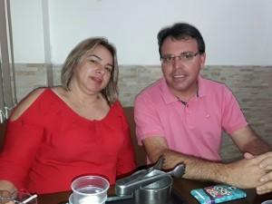 Akamilton e a prefeita de Barra do Chapéu, Janete Sarti.