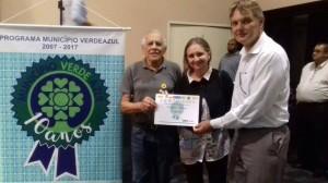 Em Mogi das Cruzes, em Junho, o professor César, a presidente da AVA , Jadismilia Rocha, e o então secretário, o vice-prefeito Márcio Abdelnur, no recebimento do pré-certificado.