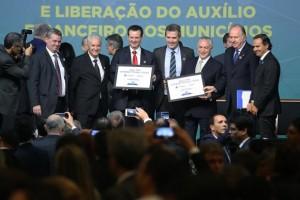 Temer e Kassab e outras autoridades no lançamento do programa Internet para Todos. Foto: Agência Brasil.