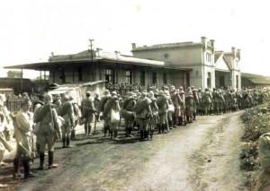 Soldados paulistas na estação ferroviária de Itararé