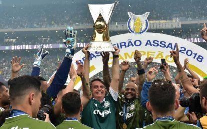 A torcida Palmeiras Antifascista repudia a presença de Bolsonaro no jogo da entrega da taça e emite nota oficial
