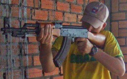 Como um AK 47 chega a uma favela?