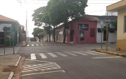 UMA CENA DE RUA: O CORTE DE UMA ÁRVORE SIBIPIRUNA