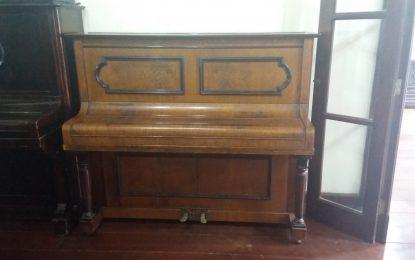 Doado piano para o Sarau Lítero Musical evento cultural bimestral de Angatuba