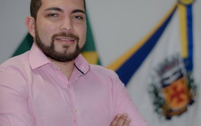 Presidente da Câmara Nícolas notifica ex-prefeito Calá através do DOE