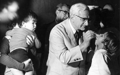 Não foi só a meningite: ditadura mentiu e ocultou dados sobre a pólio, denunciou Albert Sabin