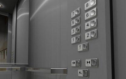 Como apertar o botão do elevador quando se tem covid?